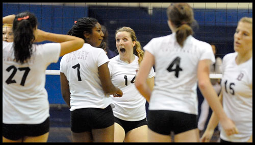 33483-20091020-PS21-WHS_DHS-VOLLEY03-JG.jpg